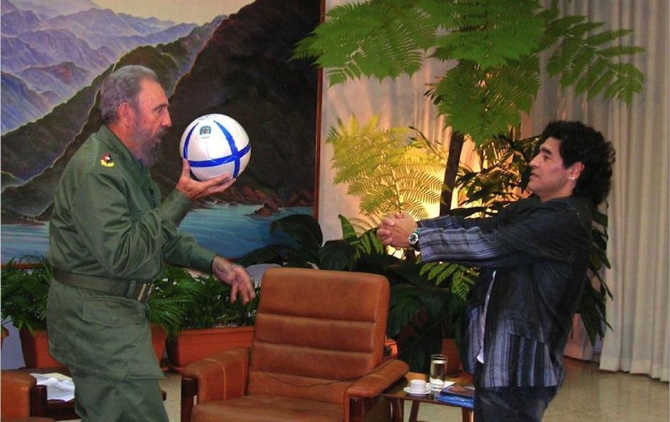 A ambos les gustaba hablar de deportes. (Foto: Maradona retro Pics)