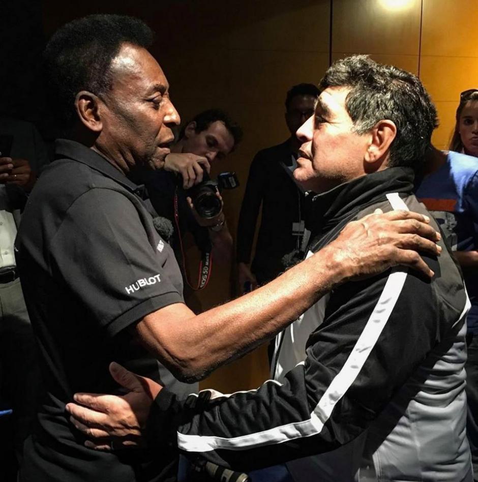 Pelé y Maradona prometieron no continuar con las peleas entre sí. (Foto: Facebook/Pelé)