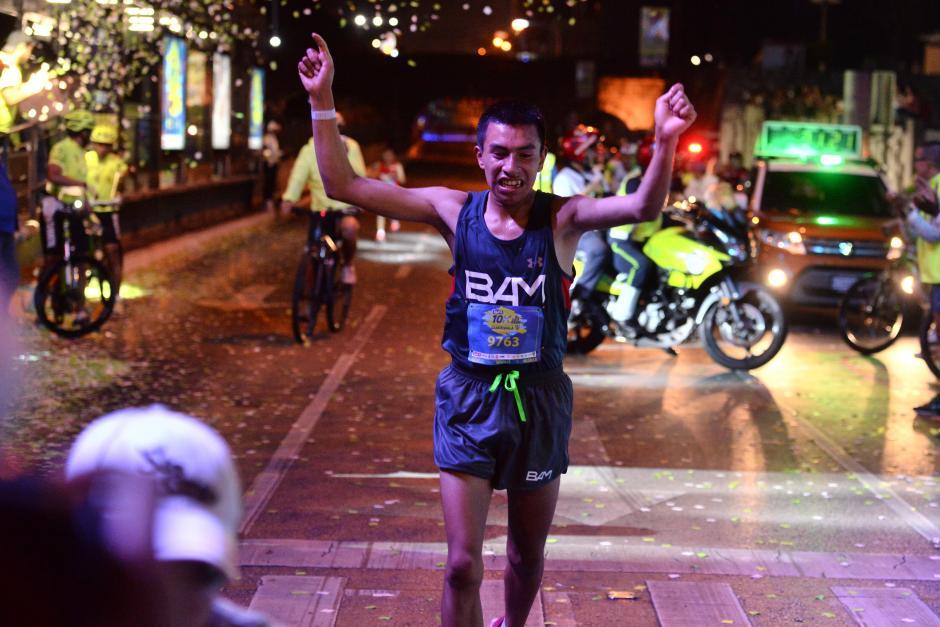 Alberto González se impuso en la rama masculina, de la 10k de la ciudad. (Foto: Nuestro Diario)
