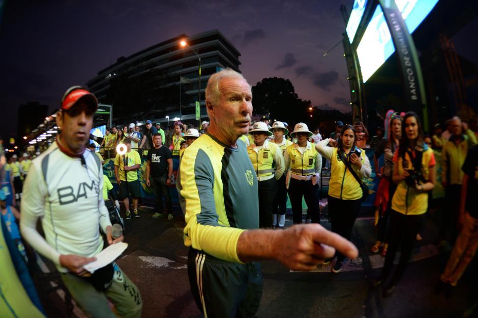 Como ya es costumbre el alcalde Alvaro Arzú estuvo pendiente en la meta. (Foto: Diego Galiano/Nuestro Diario)