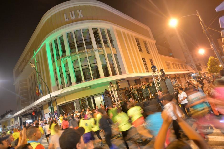 La emblemática esquina del Cine Lux, también fue parte del recorrido. (Foto: Wilder López/Soy502)