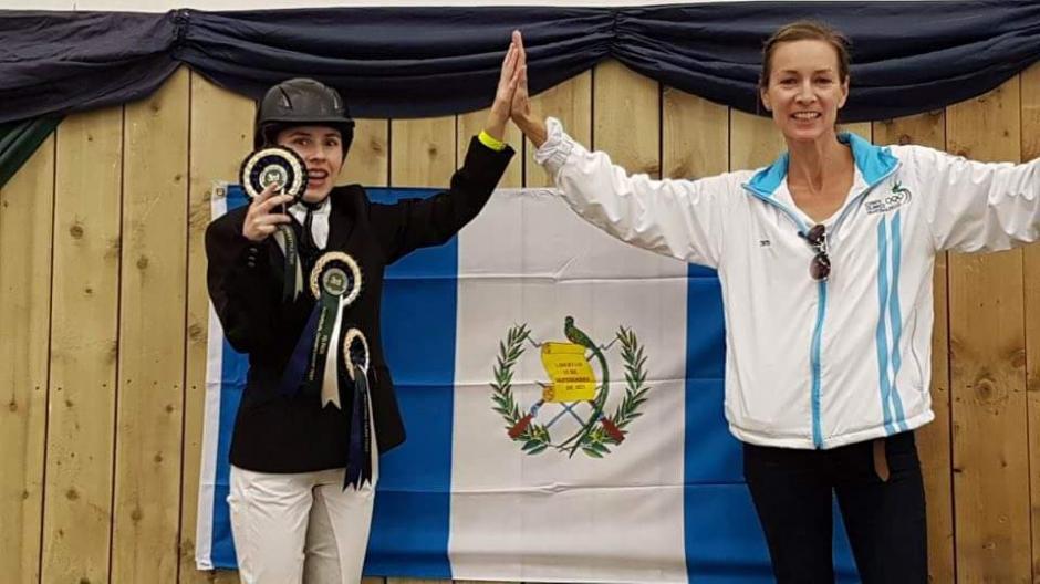 Martin junto a su entrenadora tras conseguir la medalla de bronce. (Foto: ANEG)