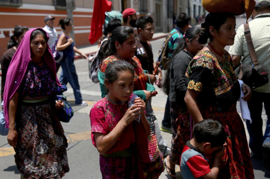 En la marcha participan mujeres y niños. (Foto: Jesús Alfonso/Soy502)