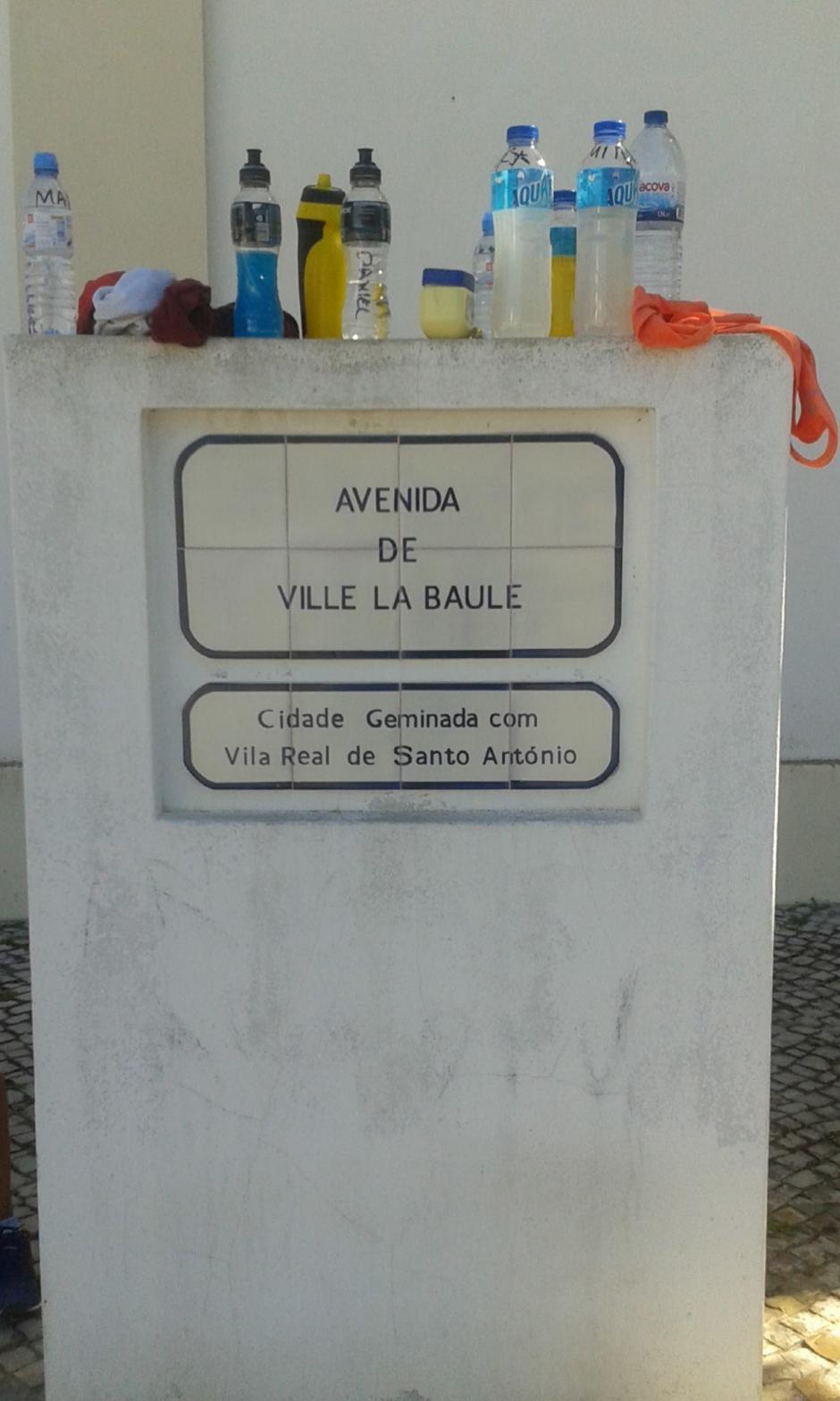 En la Avenida de Ville La Baule, en la región de Monte Gordo, en Portugal, está instalada la Selección de marcha. (Foto: Facebook)