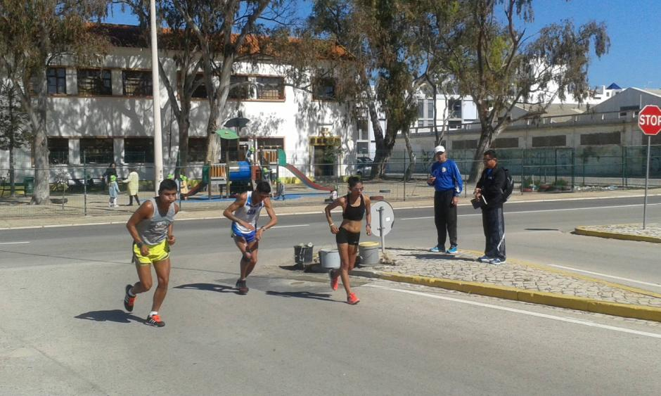 Erick Barrondo, Jaime Quiyuch y Mirna Ortiz, en plena práctica en Portugal. (Foto: Facebook)