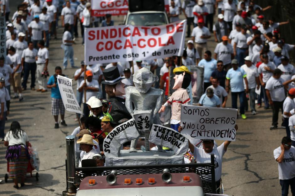 El Monumento al Trabajo fue representado en la marcha. (Foto: EFE)