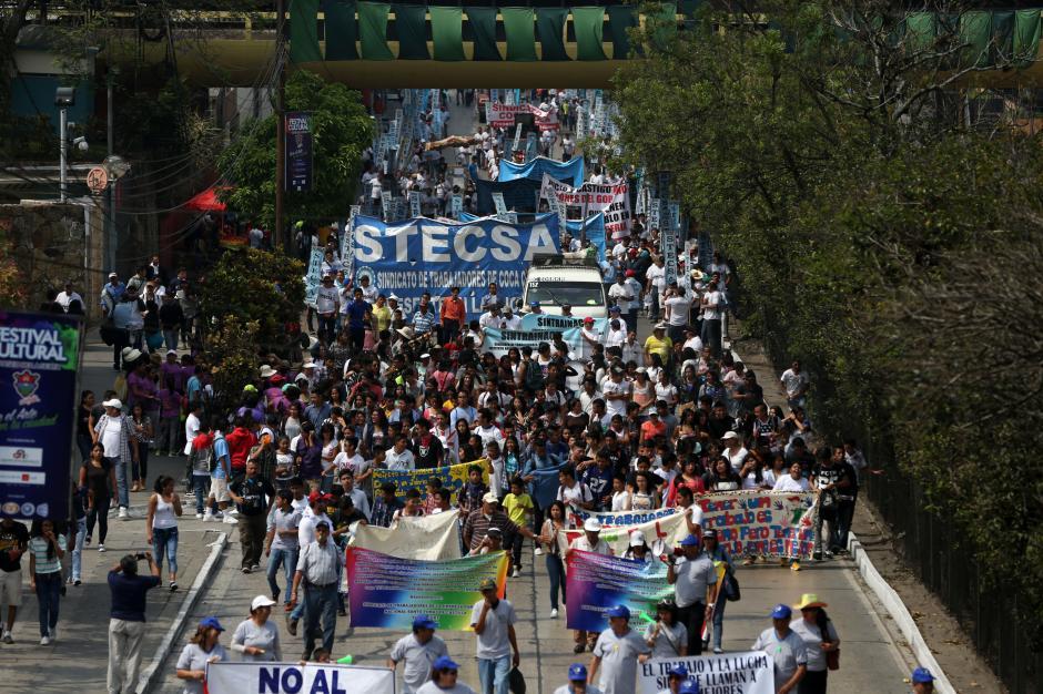 Cientos de trabajadores participaron en el recorrido. (Foto: EFE)