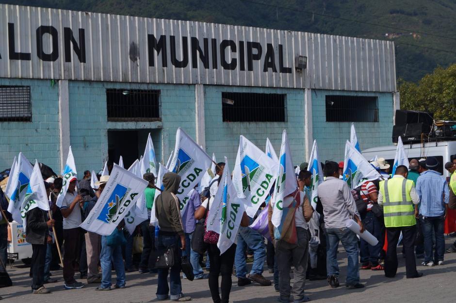 Hombres mujeres y niños participan en la marcha. (Foto: Cortesía Congcoop)