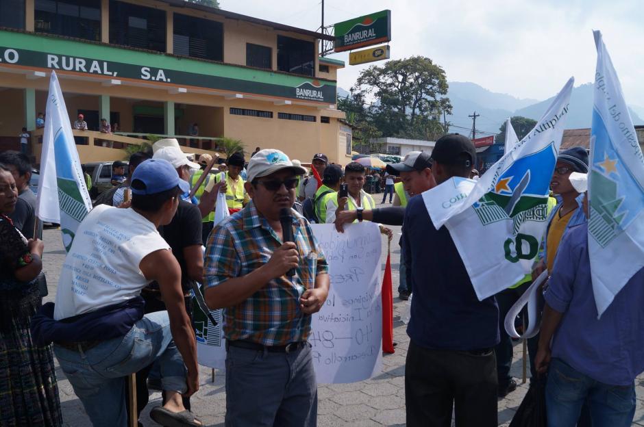 El diputado Leocadio Juracán participa en la marcha este día. (Foto: Cortesía Congcoop)