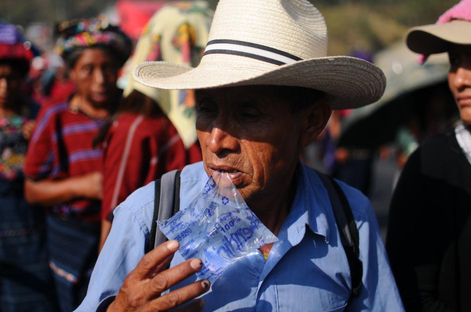 Los manifestantes se han unido a la marcha por distintos motivos. (Foto: Alejandro Balán/Soy502)