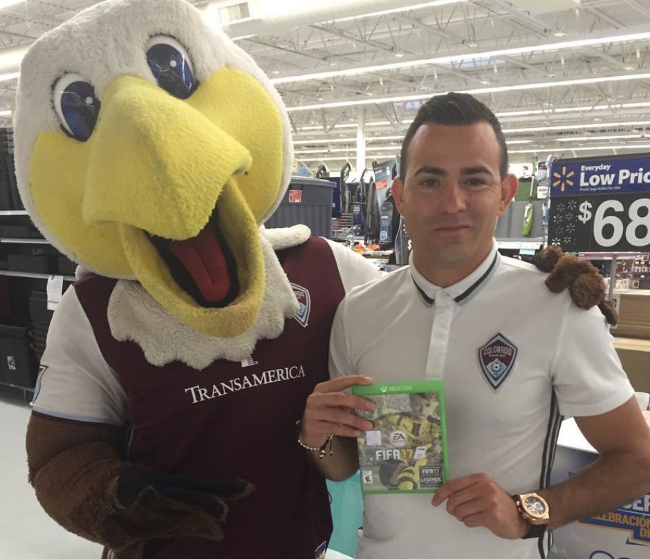 Pappa recibió también copia certificada del videojuego. (Foto: Colorado Rapids)