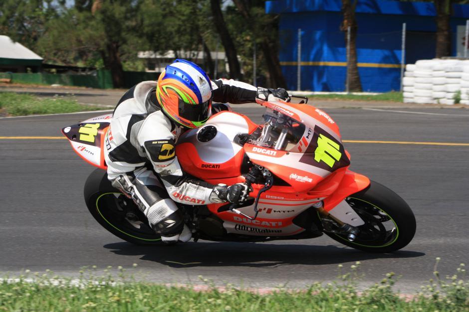 Marco Reichert fue afectado por problemas mecánicos en su moto en la categoría Súper Bike Expertos. (Foto: Arturo Ochoa/FNMG)