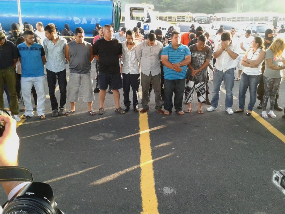 Junto al pastor Marvin Ramos fueron capturadas 57 personas ligadas a la MS. (Foto: @elproyec)