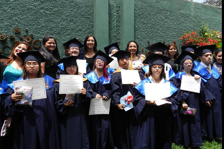 Doce jóvenes de la Fundación Margarita Tejada recibieron su diploma. (Foto: Fundación Margarita Tejada)