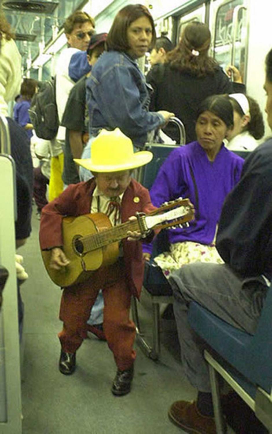 El comediante subsistía cantando en los vagones del metro. (Foto: Excelsior)