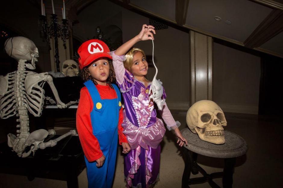 Ella junto a su familia celebran fiestas previas al día de brujas. (Foto: Quién)