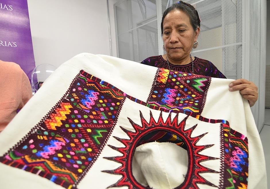 Juana Xiloj, tejedora y líder compartió la cosmovisión de cada uno de los textiles de Chichicastenango. (Foto: Selene Mejía/Soy502)