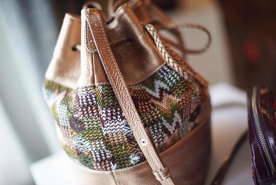 Las bolsas con bordados nacionales se presentaron ante revistas y blogueras de moda. (Foto: NY Trendy Moms)