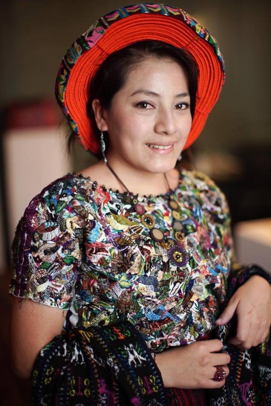 Ingrid Paola Reanda Vásquez muestra su talento como parte de las tejedoras de Santiago Atitlán que realizan las colecciones más románticas en los textiles. (Foto: NY Trendy Moms)