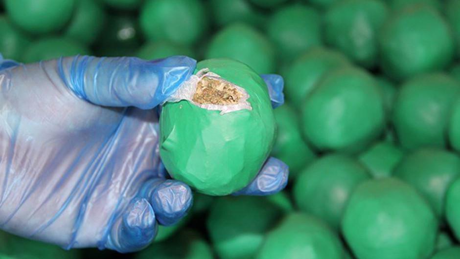 Al abrir uno de los aparentes limones, los investigadores encontraron la marihuana. (Foto: U.S. Customs and Border Protection)