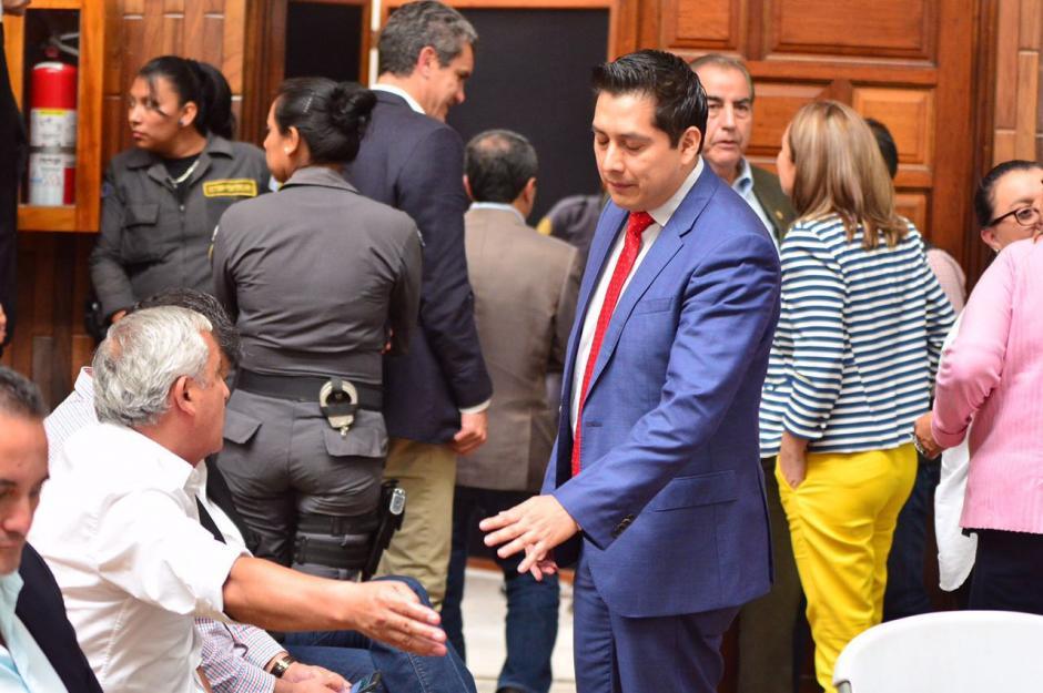 Mario Cano discute con la expareja presidencial. (Foto: Jesús Alfonso/Soy502)