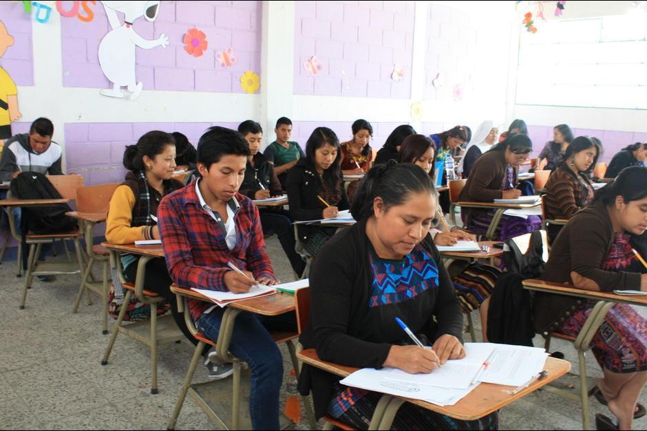 Los hermanos Cúmez fueron recibidos con mucha admiración en Sololá, donde estudian enfermería. (Foto: Nuestro Diario)