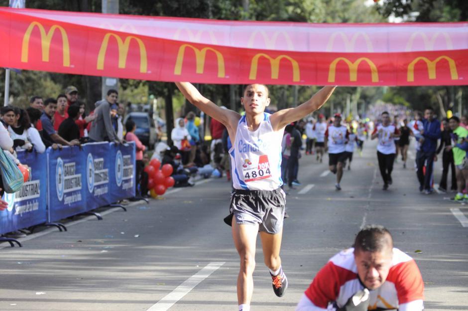 Este domingo Mario Pacay ganó en la prueba de 10 kilómetros de la Carrera benéfica de McDonald`s. (Foto: Soy502)