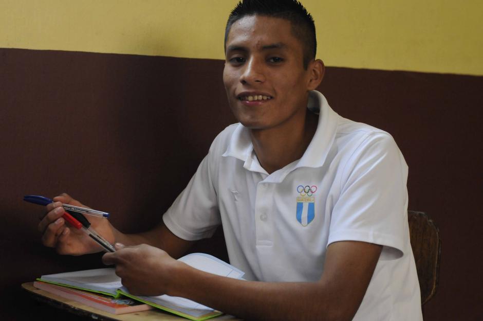 Mario Pacay actualmente está cursando bachillerato en el Colegio América Latina; además de soñar como deportista, también lo quiere hacer como profesional. (Foto: Soy502)