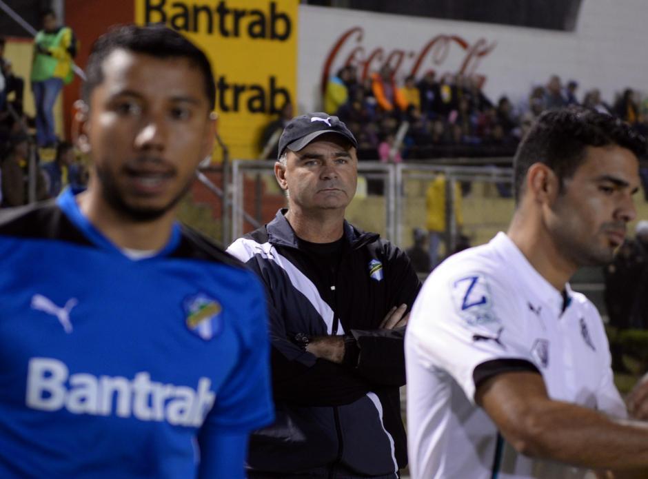 El técnico crema, Iván Sopegno, no ha encontrado regularidad en los resultados. (Foto: Nuestro Diario)