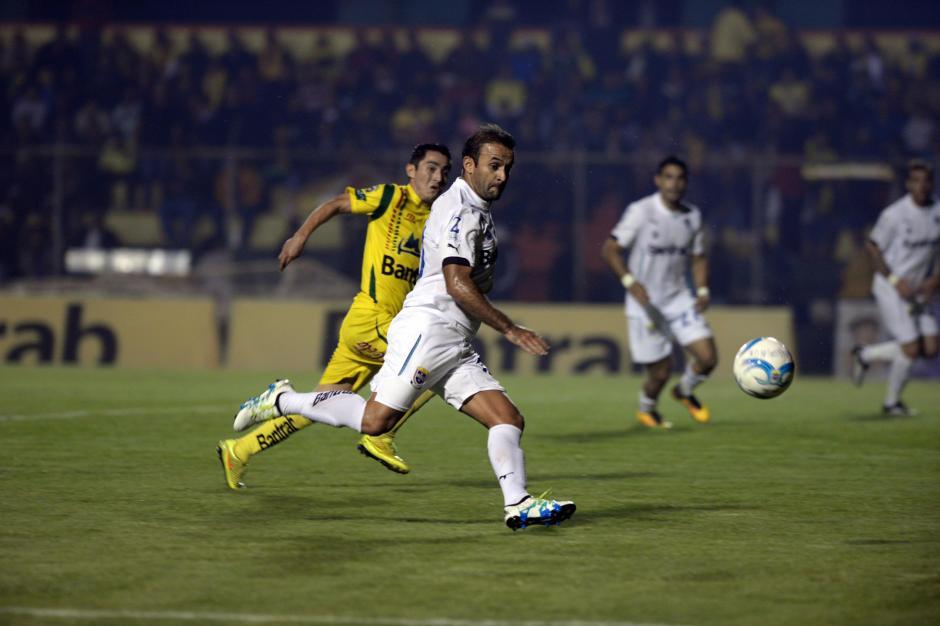 José Contreras no pudo pesar en la generación de juego de Comunicaciones. (Foto: Nuestro Diario)