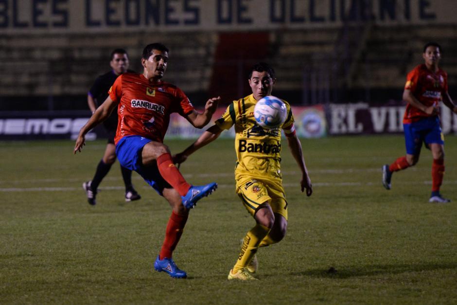 Marco Rivas fue uno de los titulares en Municipal, tras la ausencia de los seleccionados.(Foto: Sergio Muñoz/Nuestro Diario)