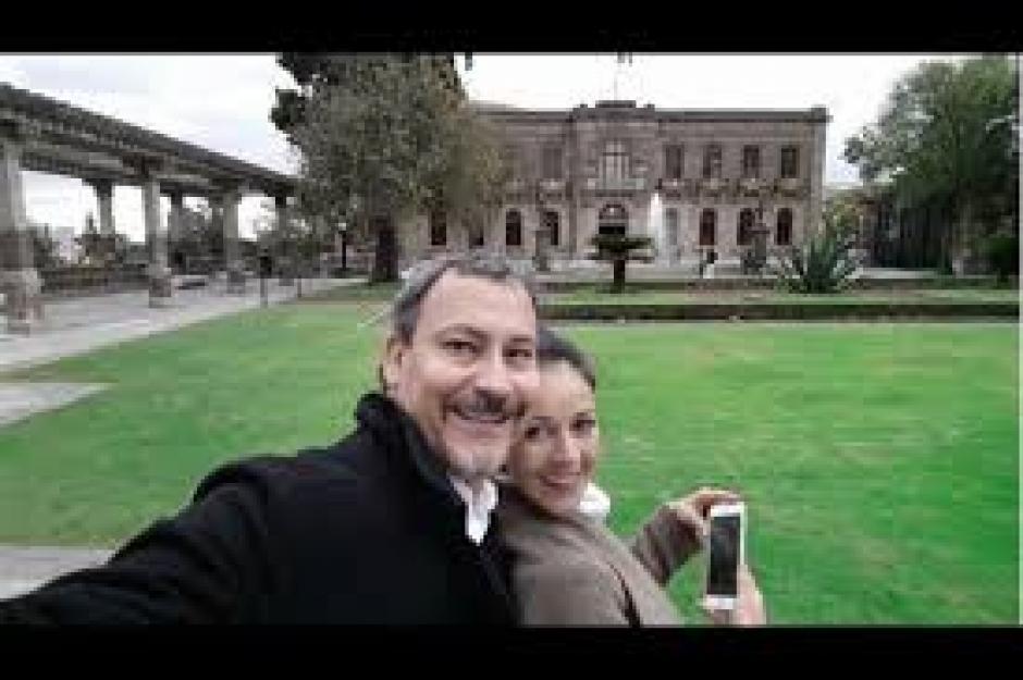 Con su esposa Allan Marroquín disfrutan de su tiempo en varios lugares. (Foto: Facebook/Allan Marroquín)