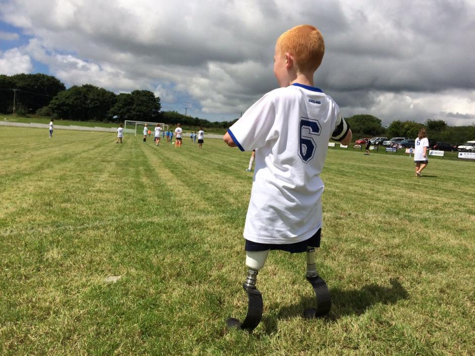 Marshall disfrutó su primer partido de fútbol. (Foto: Twitter)