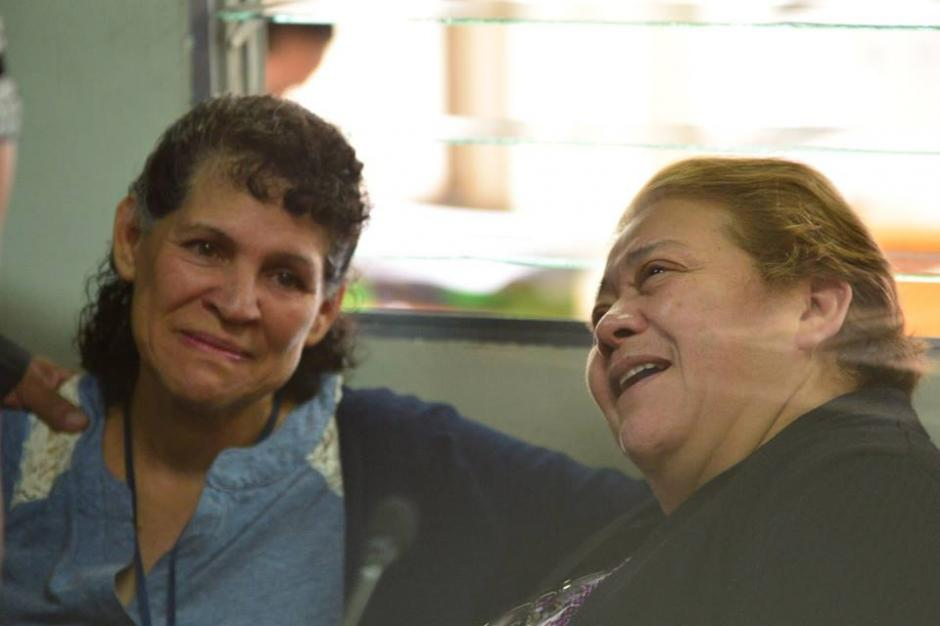 Con un semblante relajado Martha Sierra de Stalling escucha los motivos de su detención en Torre de Tribunales. (Foto: Jesús Alfonso/Soy502)