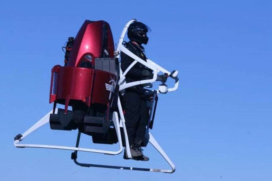 Cuenta con propulsores que la mantienen inmóvil en el aire y un paracaídas en caso de emergencia. (Foto: Martin Jetpack)