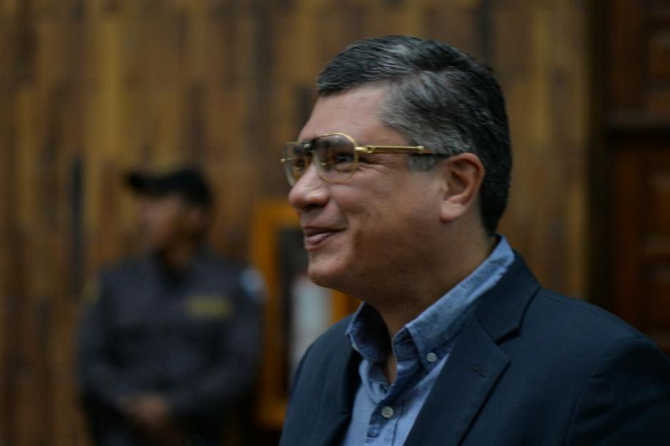 Gustavo Martínez luce nuevos lentes durante la audiencia. (Foto: Wilder López/Soy502)