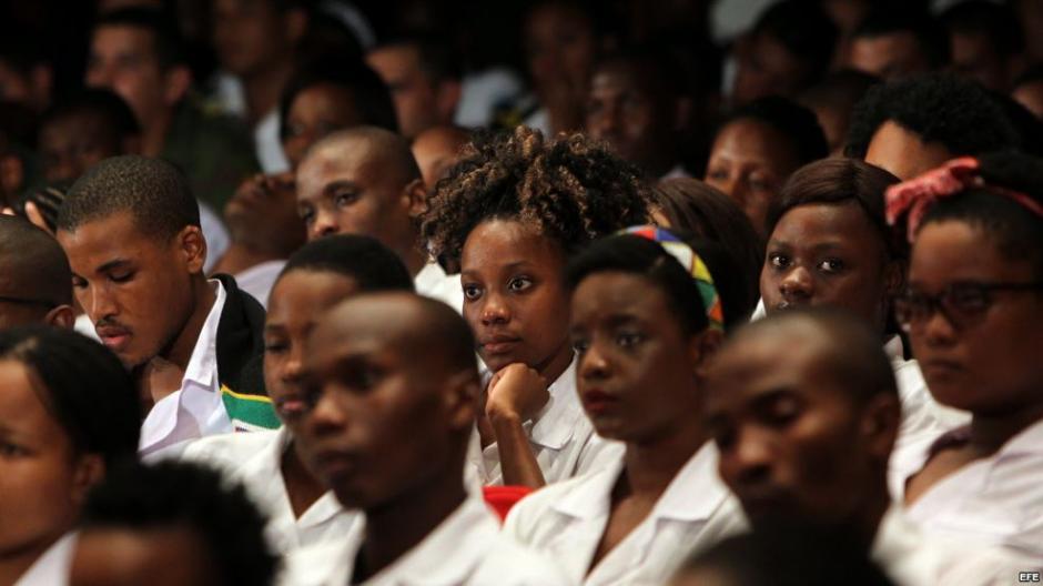 Alumnas de un colegio en Pretoria, Sudáfrica denunciaron que algunos profesores les obligaron a alisarse el pelo. (Foto: martinoticias.com)