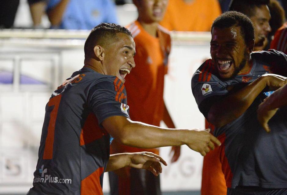 Marvin ceballos foto celebración gol al West Ham United