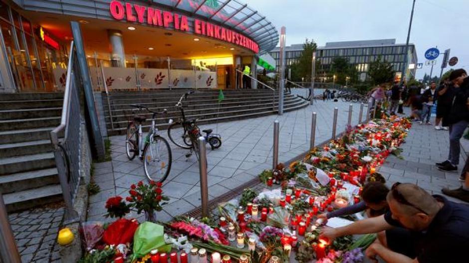 Así se encuentran las afueras del centro comercial Olympia en Múnich. (Foto: Reuters)