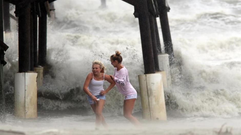 El huracán provocó fuertes oleajes en las playas de Cocoa Beach, en Florida. (Foto: lanacion.com.ar)
