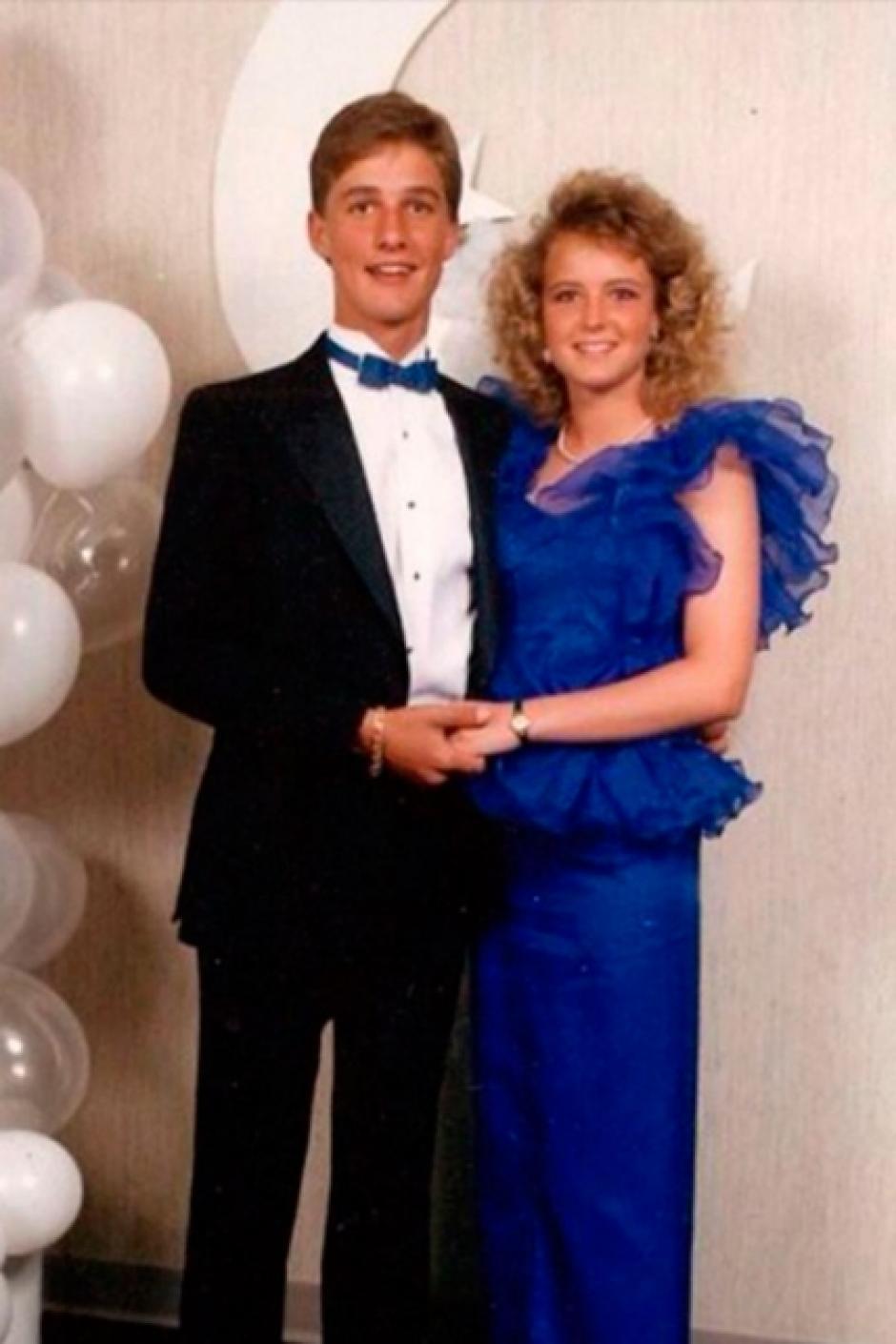 Matthew McConaughey tenia un corbatín color azul que combinaba con el vestido de su acompañante. (Foto: El País)