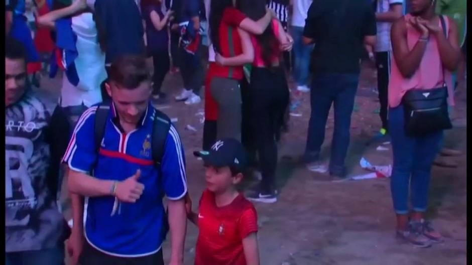El pequeño dijo que no le gusta ver gente llorando, aunque no los conozca. (Imagen: YouTube)