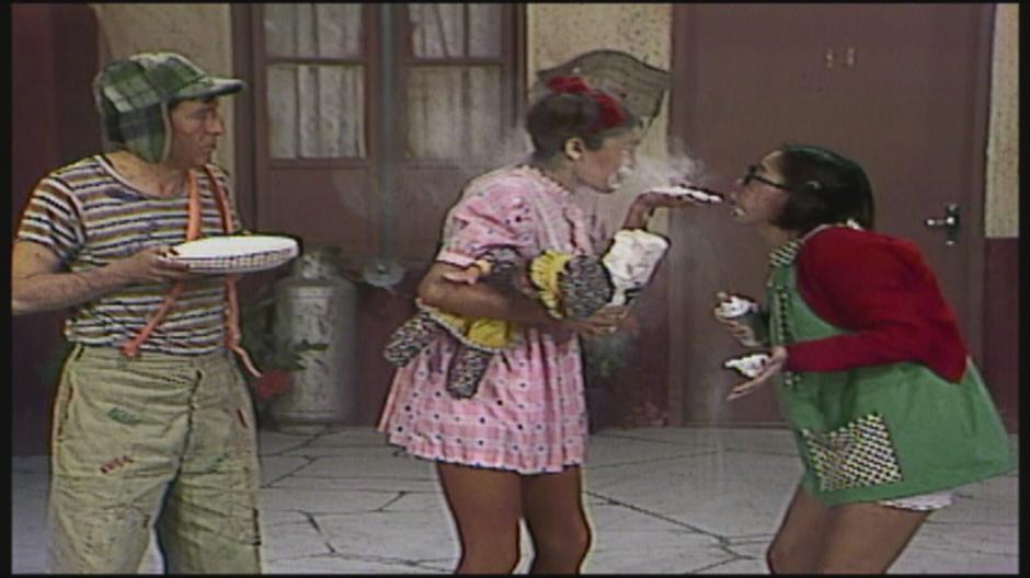 El Chavo del 8, la Chilindrina y la Popis hacen travesuras juntos. (Captura de pantalla de youtube.com)
