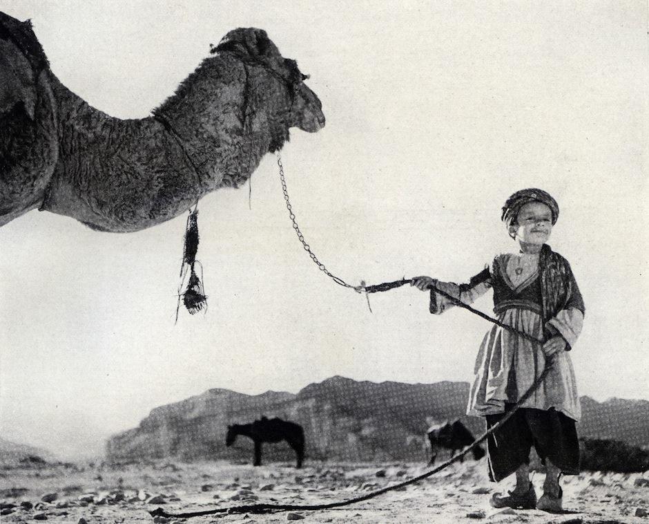 Maynar Owen, primer corresponsal de la revista en el extranjero, visitó lugares como Beirut, Pekín, el Himalaya y el desierto del Gobi con su lente. (Foto:Maynar Owen/National Geographic)