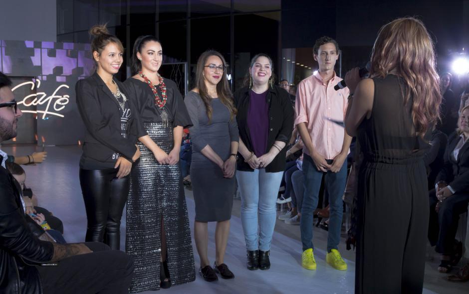 Los diseñadores se mostraban entusiasmados previo a escuchar el veredicto de los jueces. (Foto: Eddie Lara/Soy502)