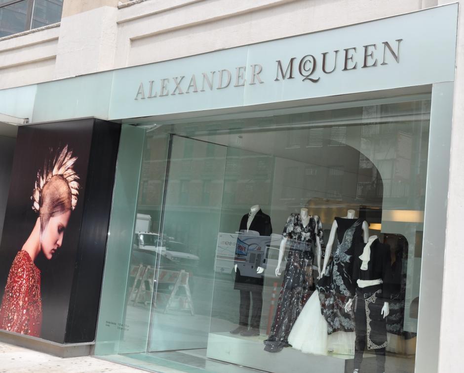 En Alexander McQueen se gastó hasta 43 mil dólares en ropa. (Foto: Archivo)