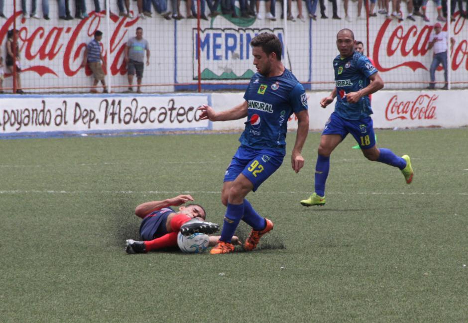 Henry López intentó desequilibrar en la ofensiva de Municipal. Foto: Prensa Municipal)