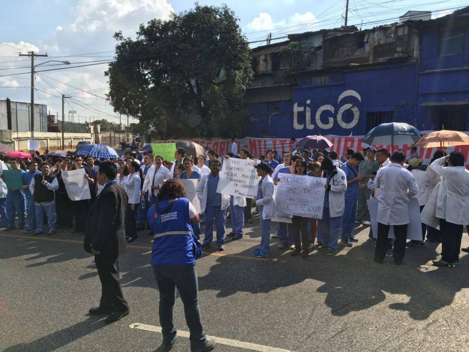 La Procuraduría de los Derechos Humanos (PDH) acompaña la manifestación pacífica. (Foto: Luis Barrios/Soy502)