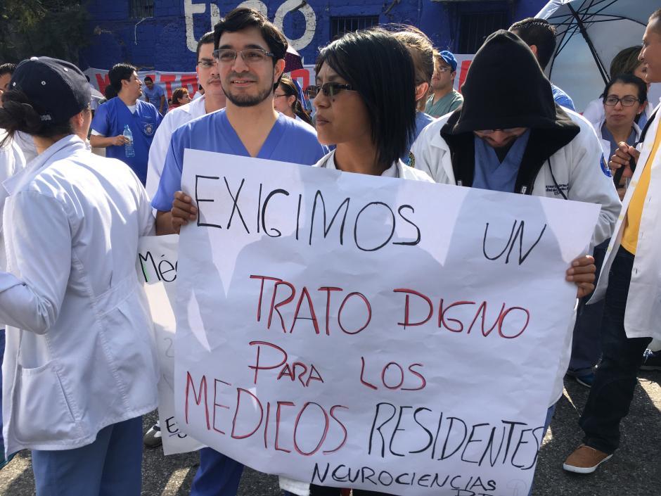 Una médico residente pide a las nueva autoridades mejore condiciones laborales para los galenos en los hospitales públicos. (Foto: Luis Barrios/Soy502)