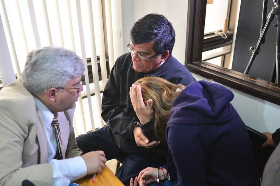 Aún al responderle al juez, Osorio mantuvo el rostro cubierto. (Foto Wilder López/Soy502)